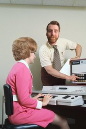 Tech Support Specialist assisting a end-user